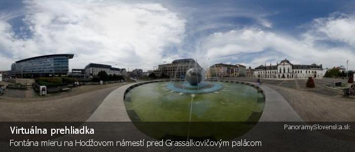 Fontána mieru na Hodžovom námestí pred Grassalkovičovým palácom